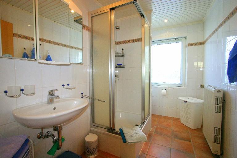 badezimmer bis zur decke gefliest